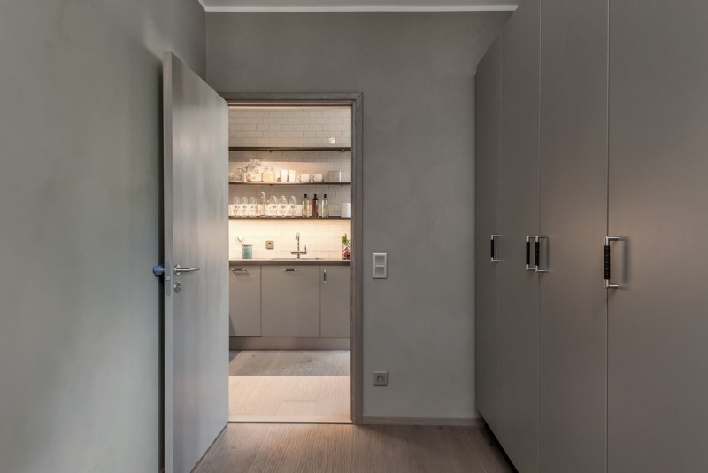 grey apartment in Stockholm | www.my-full-house.com