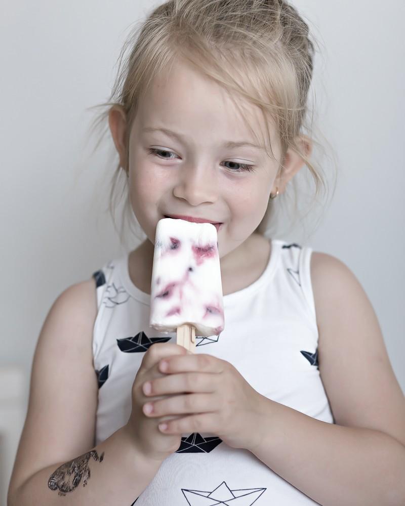 healthy yogurt popsicles | www.my-full-house.com
