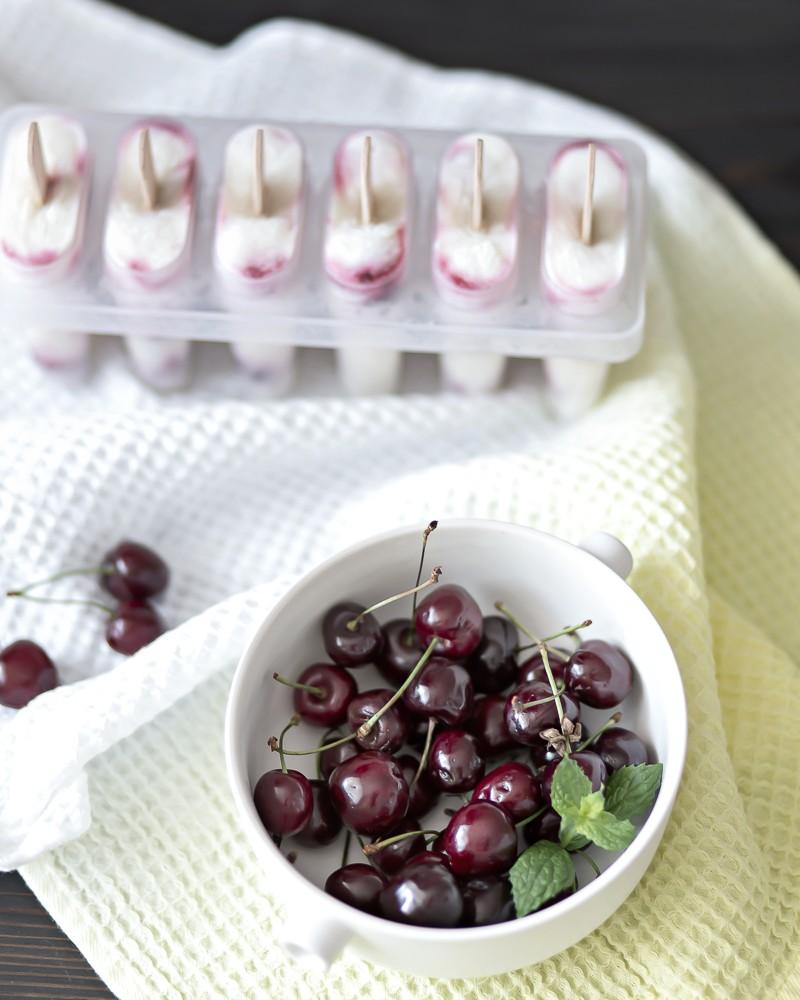 4 ingredient healthy yogurt popsicles | www.my-full-house.com