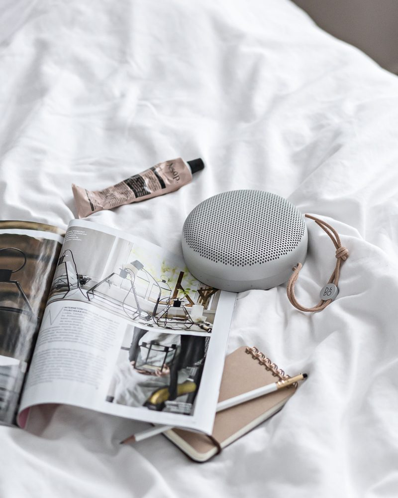 Breakfast (and music) in bed | www.my-full-house.com | Top Scandinavian Interior and Lifestyle Blog