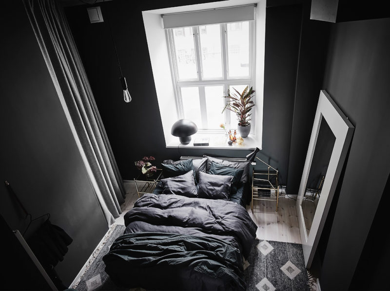 Small apartment with dark bedroom | www.my-full-house.com