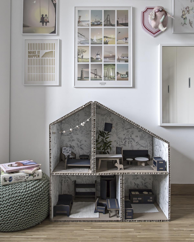 Klara Unplugged – cardboard doll house time